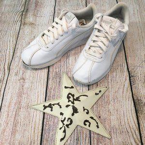 Puma boys white shoes size 5